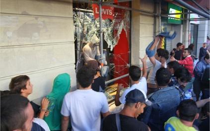 29 S: Saqueos en Levi's y destrozos en la librería Europa