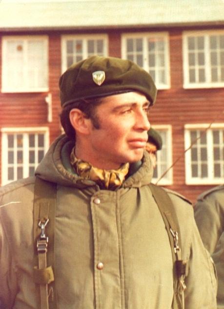 Vive peligrosamente: Teniente Estevez caido en combate en las Malvinas